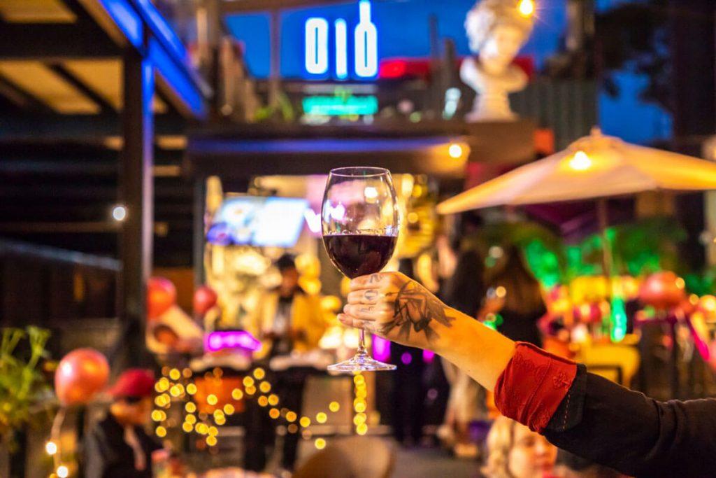 dio-wine-bar-promove-harmonizacao-cultural-com-poesia-e-vinho